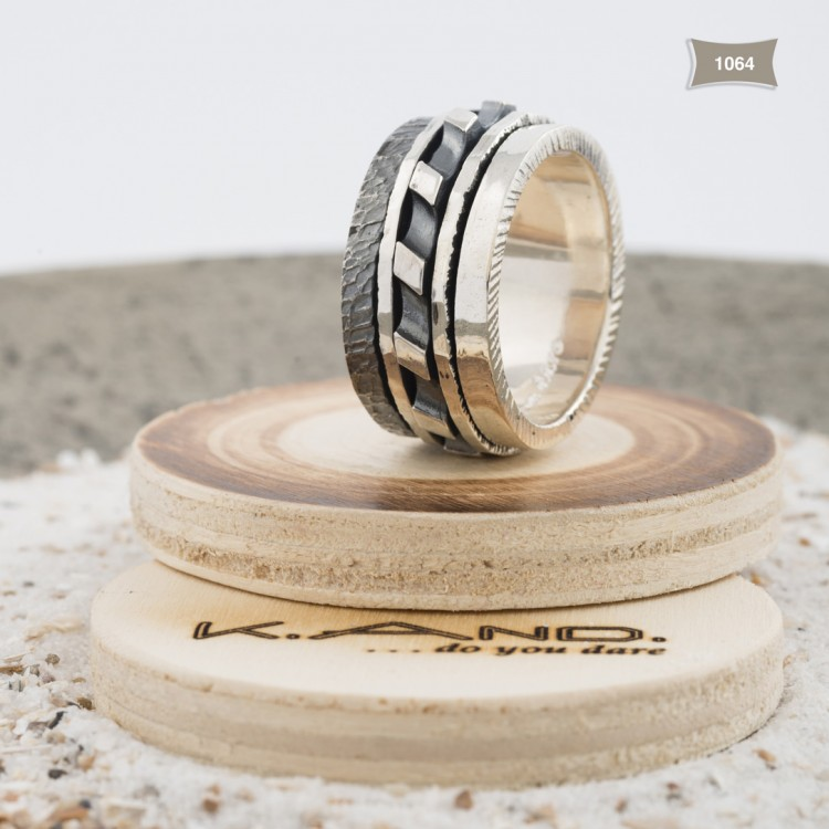K.And ring 1064